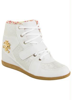 ffbf18cad32 Sneaker com Caveira na Lateral Branco e Prata - Queima de Estoque